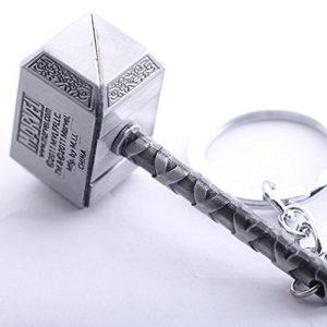 Llavero para regalar o como regalo del martillo de Thor de los Vengadores por Marvel hecho en metal plateado.