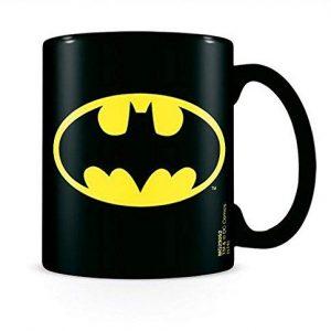 Taza negra de Batman DC Comics con 320 ml de capacidad y hecha de cerámica. Medidas: 13 x 12.5cm