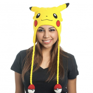 Gorro friki gamer de lana amarillo con diseño del Pokemon Pikachu perfecto como regalo